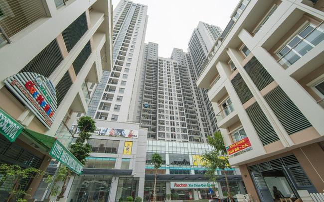 Bộ Xây dựng khuyến cáo dân chung cư không ho, khạc nhổ trong thang máy chung cư