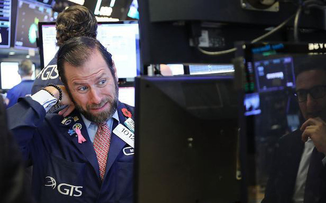 Chứng khoán Mỹ bất ngờ quay đầu giảm điểm cuối phiên, giới đầu tư tiếp tục lo ngại về mối quan hệ Mỹ - Trung