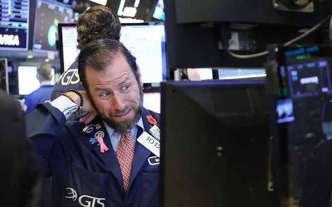 Mỹ và Trung Quốc tuyên bố áp thuế bổ sung để trả đũa nhau, Dow Jones rớt gần 650 điểm