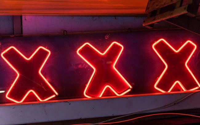 CEO bị sa thải vì ném 76.120 USD của startup vào cuộc trụy lạc ở quán bar thoát y