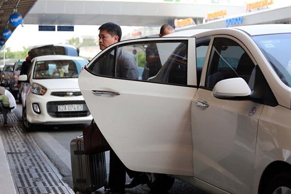 Bộ Tư pháp đề xuất bỏ quy định gắn mào xe công nghệ