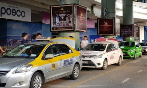 """Taxi truyền thống đấu với Uber, Grap: Trông chờ """"chiếc cầu"""" chính sách để thay đổi cuộc chiến"""