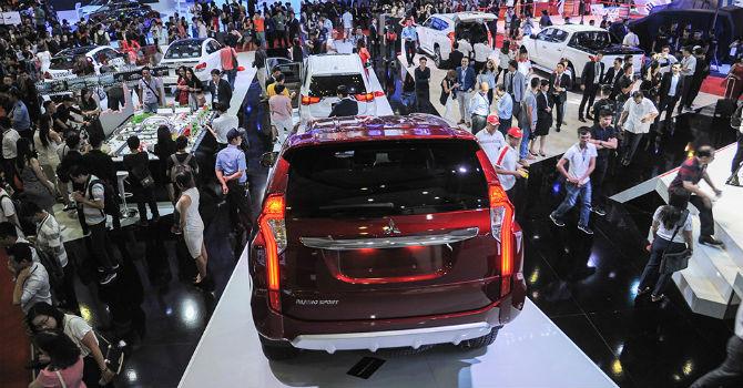 Thị trường ảm đạm, đại lý ô tô đua nhau giảm giá để giành khách