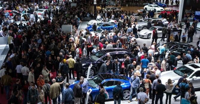 """Thị trường tuần qua: Giảm giá - """"cuộc chiến"""" chưa từng có trên thị trường ô tô Việt"""