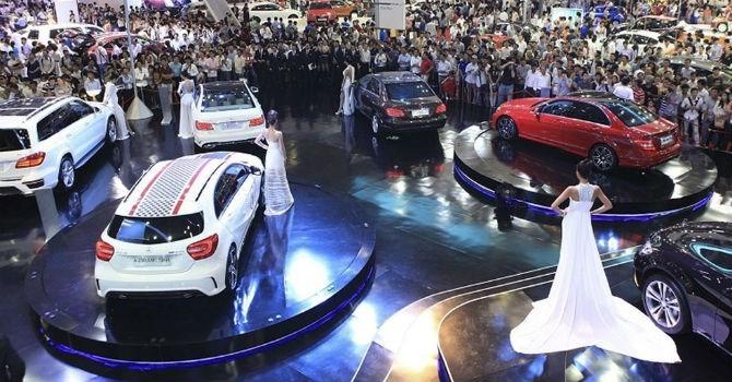 """Thị trường tuần qua: """"Ván cờ"""" cuối của thị trường ô tô, người Việt ngày càng """"chán"""" Toyota Camry"""