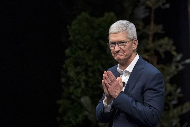Tim Cook trở thành tỷ phú, Apple gần mốc vốn hóa 2,000 tỷ USD