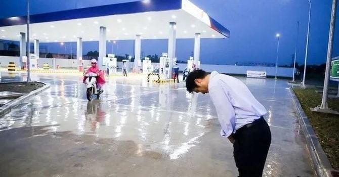 """Cây xăng Việt dựng hình nhân đấu với """"xăng kiểu Nhật""""?"""