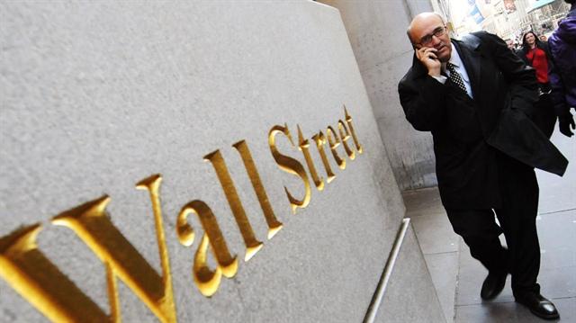 Dow Jones leo dốc gần 400 điểm bất chấp đà tăng của số ca nhiễm Covid-19