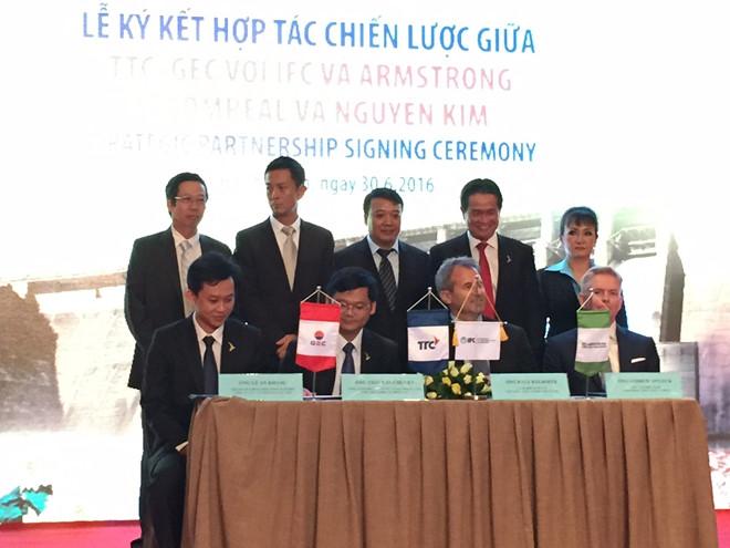 CTCP Đầu tư Thành Thành Công, GEC ký hợp tác chiến lược với IFC và Armstrong