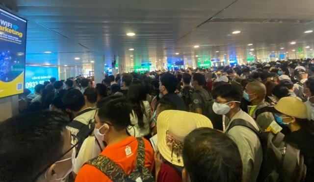 Bộ GTVT chỉ đạo khẩn cấp giải quyết ùn tắc tại sân bay Tân Sơn Nhất
