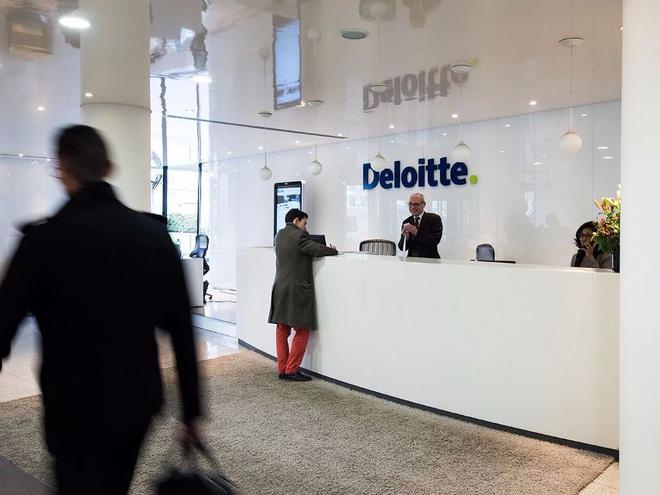 Con trai sợ bị robot cướp việc, câu nói của CEO Deloitte khiến cả thế giới yên tâm