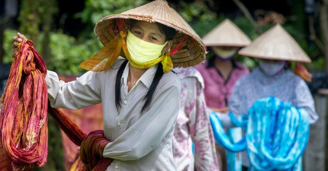 """Dệt may Việt Nam: Có còn lợi thế """"nhân công giá rẻ""""?"""