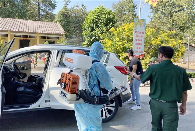 Cảnh báo giả nhân viên y tế phun thuốc phòng dịch Covid-19 để lừa đảo