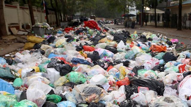 Chủ tịch Hà Nội chỉ đạo thanh tra công ty trúng 3 gói thầu gom rác năm 2017