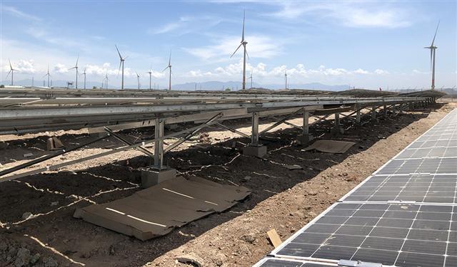 Điện thiếu, năng lượng tái tạo thừa công suất