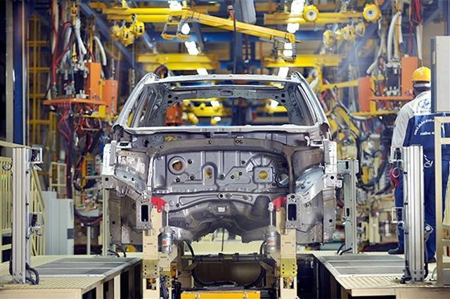 Doanh số bán ôtô tăng vọt sau lệnh giảm 50% phí trước bạ