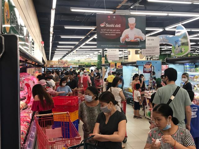 Hàn Quốc thành ổ dịch mới, siêu thị Hàn tại TP.HCM vẫn đông nườm nượp