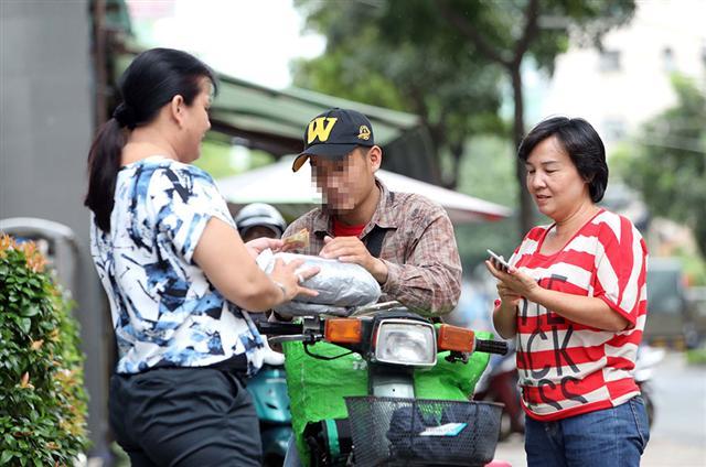Hàng nhái, giả ngập chợ du lịch: Sập bẫy hàng hiệu đặt hàng từ nước ngoài