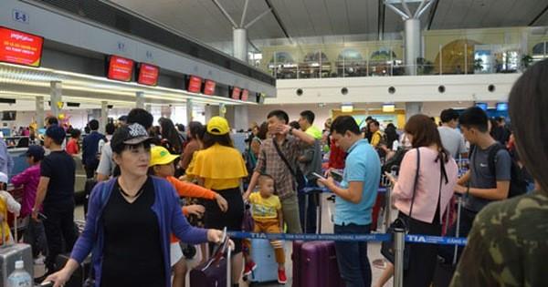Lo sân bay Tân Sơn Nhất tắc nghẽn dịp Tết
