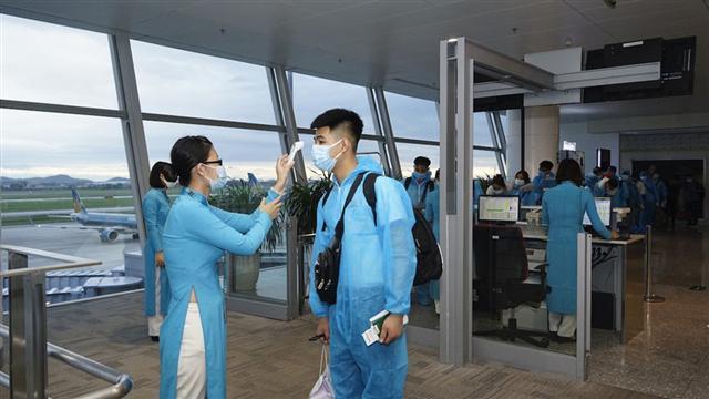 Mỗi tuần có 9 chuyến bay quốc tế hạ cánh tại Hà Nội, TP.HCM