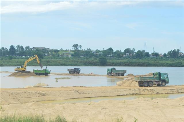 Một mỏ cát được đấu giá quyền khai thác từ 7,2 tỉ lên gần 2.812 tỉ đồng