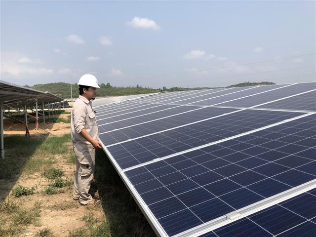 Nghịch lý thiếu điện, điện mặt sạch vẫn phải giảm phát