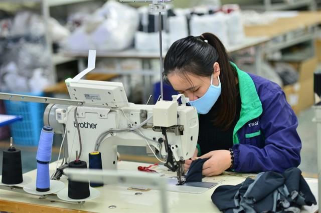 Sản xuất khẩu trang, đồ bảo hộ y tế tăng gấp 6 lần