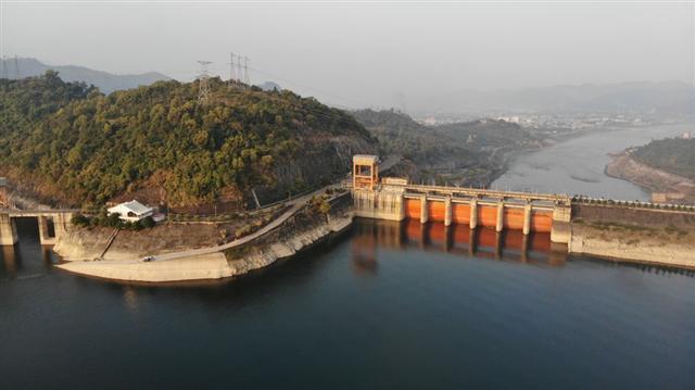 Sông, hồ thủy điện cạn nước: Cảnh báo thiếu điện nghiêm trọng