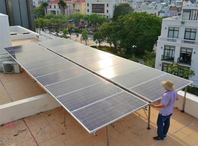 Thiếu giá, điện mặt trời áp mái chững lại
