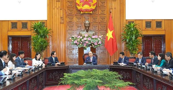 Thủ tướng đề nghị Samsung chuyển giao công nghệ cho doanh nghiệp phụ trợ