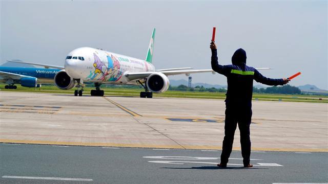 Từ tháng 8, các đường bay quốc tế thường lệ nào sẽ được mở lại?