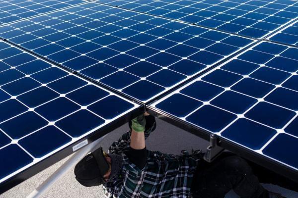 Vì sao đầu tư dự án điện mặt trời ngày càng đắt đỏ?