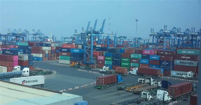 Xem xét không thu phí hạ tầng cảng biển tại TP.HCM trong 6 tháng tới