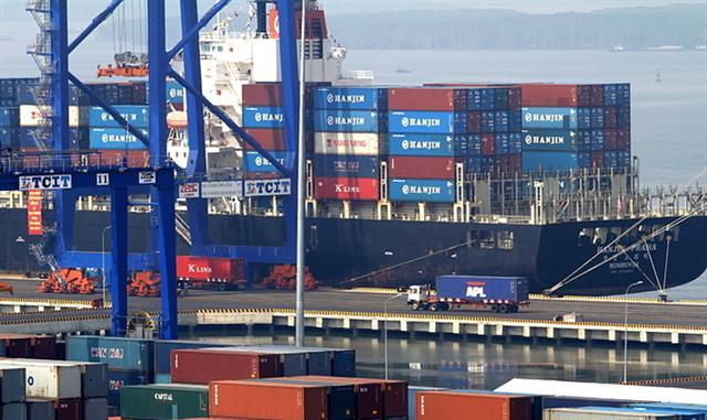Xuất khẩu tắc nghẽn vì thiếu vỏ container