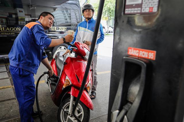 Quỹ bình ổn xăng dầu: Doanh nghiệp đòi bỏ, nhà điều hành muốn giữ