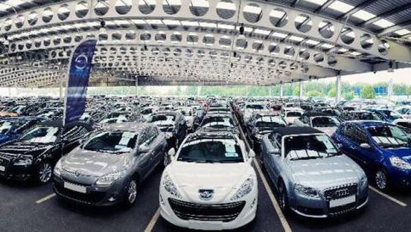 Xe ngoại vẫn ồ ạt vào Việt Nam, lượng nhập khẩu tăng 460%