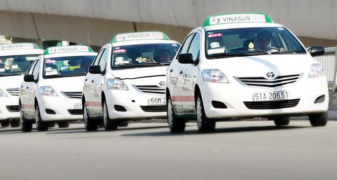 Cổ đông Vinasun hiến kế cạnh tranh với Grab, Uber: Kinh doanh thêm xe ôm, lãnh đạo nên thay bớt người nhà bằng người tài bên ngoài...