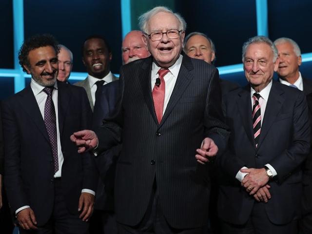 Warren Buffett ngày càng cẩn trọng về chứng khoán, giữ núi tiền mặt hơn 145 tỷ đô