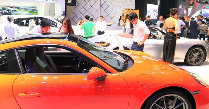 """Thị trường 24h: Khó """"mơ"""" ô tô giảm giá sâu vì quy định mới"""