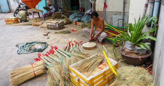 Xóm hơn nửa thế kỷ làm chổi đót ở Sài Gòn