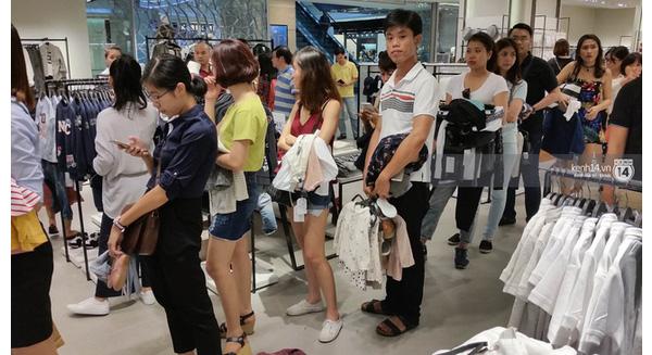 Topshop, Zara, sắp tới là H&M đổ bộ Việt Nam: Dịch vụ order hàng xách tay hết cửa làm ăn?