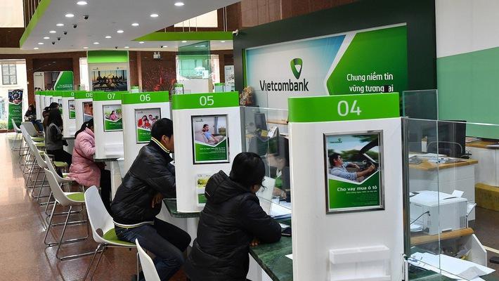 """Vietcombank """"vác tạ vượt rào"""" thoái vốn MB, Eximbank"""