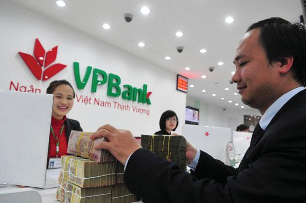 Tại sao VPBank chọn giá chào sàn 39,000 đồng/cp, có thoái vốn khỏi FE Credit không?